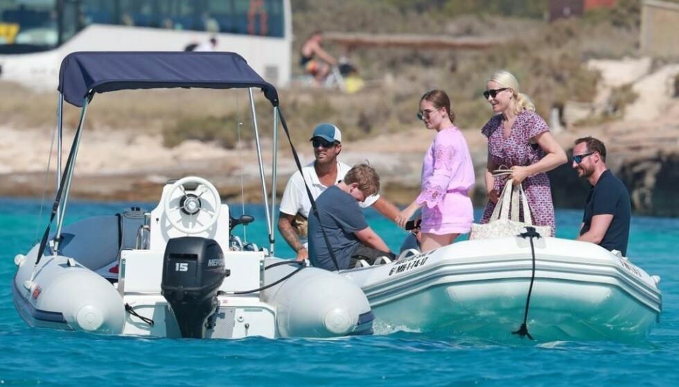 PÅ BÅTTUR: Kronprinsfamilien koste seg blant annet med båttur på Ibiza. Foto: NTB Scanpix