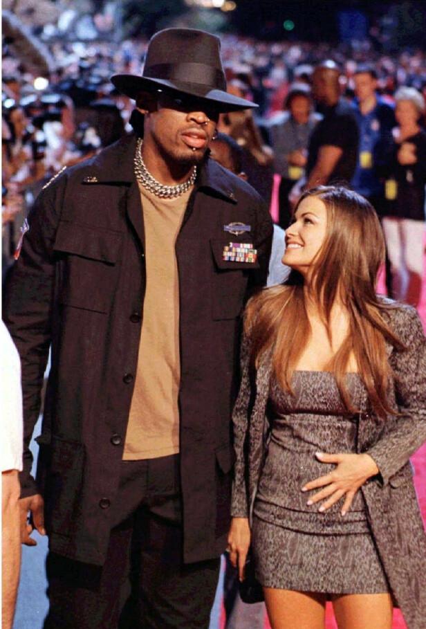 ANNULERING: Den tidligere basketballspilleren Dennis Rodman skal ha prøvd å annulere ekteskapet kun ni dager etter at han giftet seg med Carmen Electra. Foto: NTB Scanpix