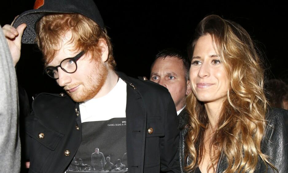 GIFT: Ed Sheeran bekreftet fredag at han er gift. Likevel er det full forvirring omkring når og hvor bryllupet fant sted. Her er Ed Sheeran og kona, Cherry Seaborn, avbildet under Brit Awards-festen i London i februar 2017. Foto: NTB Scanpix
