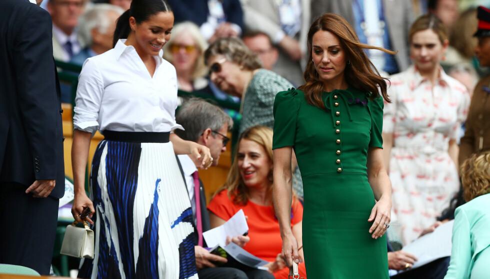 VISTE VEI: Hertuginne Kate hadde ikke noe problem med å vise sin kjære svigersøster til plassene deres. Foto: NTB Scanpix