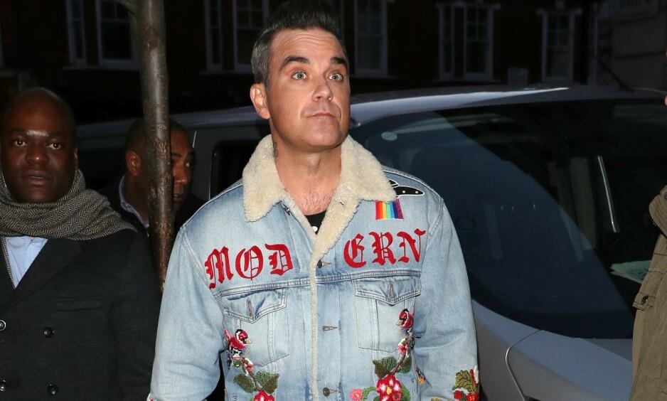 RØMTE VEKK: Artisten Robbie Williams avslører at et tidligere hus han bodde i, ble hjemsøkt av et spøkelse. På et tidspunkt skal det ha vært så ille at 45-åringen ikke turte å pusse tennene sine. Foto: NTB Scanpix