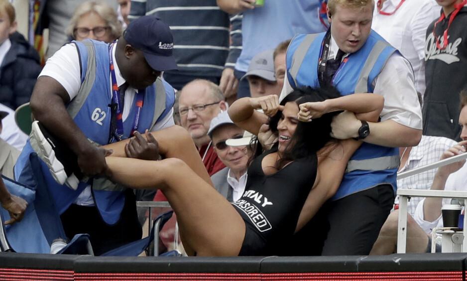 CRICKET-VM: Under VM-finalen i cricket gikk Elena Zdorovetskiy, i hvert fall nesten, i svigerdatterens fotspor. Foto: NTB Scanpix