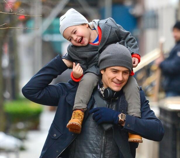 FAR OG SØNN: Hollywood-stjernen Orlando Bloom sammen med sønnen Flynn i New York i 2013. Foto: NTB Scanpix