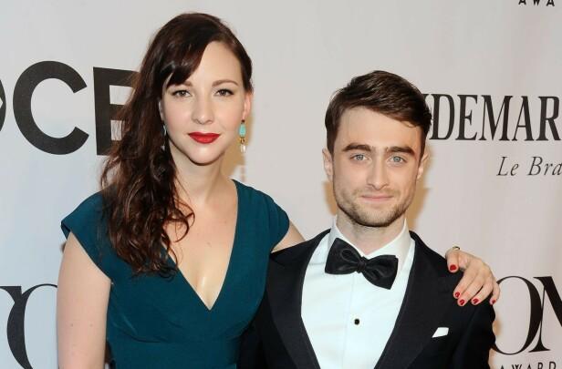<strong>KJÆRESTER:</strong> Erin Darke og Daniel Radcliffe. Her på den røde løperen i 2014. Foto: NTB Scanpix