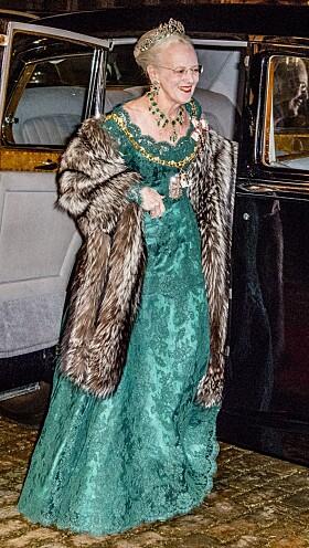 <strong>NYTTÅRSKUR:</strong> Den årlige Nyttårskuren på Amalienborg er en gammel, og svært «stiv» tradisjon. Her er dronning Margrethe avbildet da hun ankommer Amalienborg for det storslåtte selskapet i 2018. Foto: NTB Scanpix