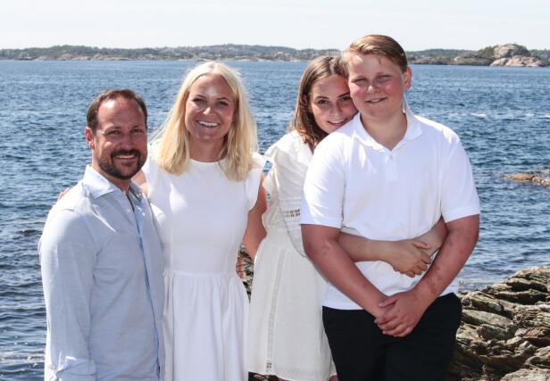 IDYLL: Kronprinsfamilien nyter late dager på Dvergsøya utenfor Kristiansand. Foto: Lise Åserud / NTB Scanpix
