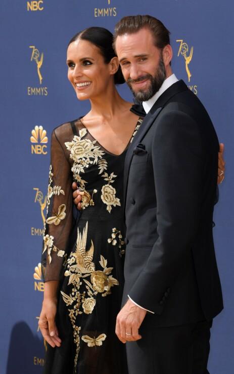 GIFT: Her er Joseph Fiennes og kona Maria Dolores Dieguez avbildet under Emmy-utdelingen i september. Foto: NTB Scanpix