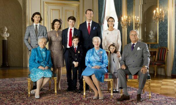 FAMILIEBILDE: Her er det danske kongehuset samlet i anledning prins Felix sin konfirmasjon i 2017. Foto: Det danske kongehuset