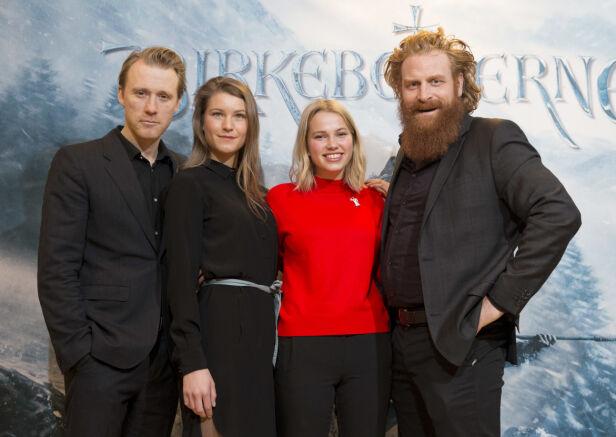 KOLLEGER: Her er Thea Sofie Loch Næss avbildet sammen med Thorbjørn Harr, Ane Ullimoen Øverli og Kristoffer Hivju i anledningen pressevisningen av filmen «Birkebeinerne» i 2016. Foto: NTB scanpix