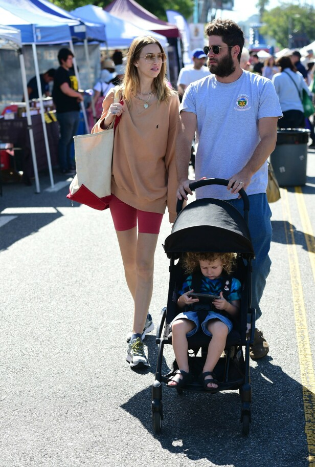 <strong>FAMILIE PÅ TRE:</strong> Whitney Port og ektemannen fikk sønnen, Sonny (2), i 2017. Foto: NTB Scanpix