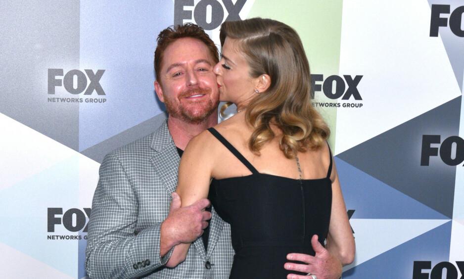 <strong>OVER OG UT:</strong> Scott Grimes og Adrianne Palicki er kjente fra serien «The Orville» - og ble gift i slutten av mai i år. Nå er ekteskapet angivelig over. Foto: NTB Scanpix