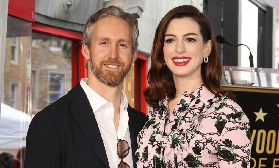GRAVID: Hollywood-stjernen Anne Hathaway delte den gledelige nyheten om at hun venter sitt andre barn sammen med ektemannen Adam Shulman. Foto: NTB Scanpix