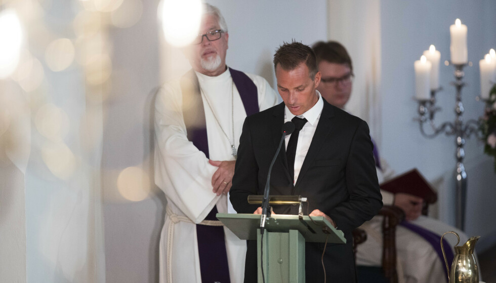 MISTET SØSTEREN: Tormod Skofterud avbildet under Vibekes begravelse i august i fjor - hvor han holdt en rørende tale. Foto: NTB Scanpix