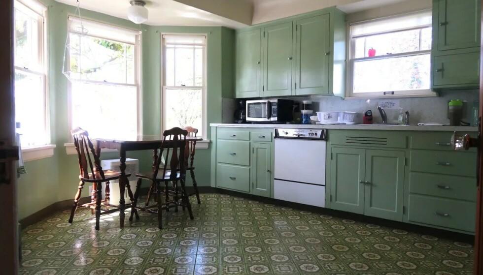 KARAKTERISTISK: Det grønne kjøkkenet er lett gjenkjennelig for alle fans. Foto: Airbnb