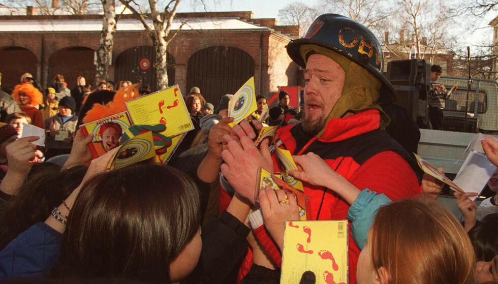 BARNAS FAVORITT: Asgeir Borgemoen huskes nok av mange fra barne-tv. Her er han avbildet i 2000. Foto: NTB Scanpix