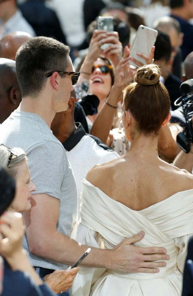 PASSER PÅ: Céline Dions nære venn Pepe Muñoz er som regel alltid å se ved sangstjernens side. De har fått et svært nært forhold siden de møttes for første gang. Foto: NTB Scanpix