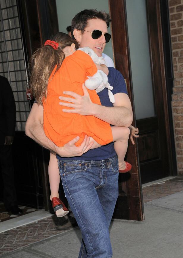 2013: Tom Cruise og datteren Suri har ikke blitt sett sammen siden 2013. Her er de sammen i 2012, da Suri var seks år gammel. Foto: NTB Scanpix