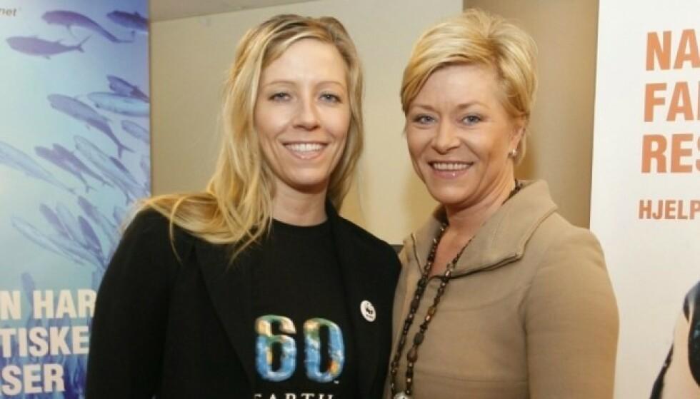 SØSTRE: Nina Jensen (t.v) har et nært forhold til storesøsteren Siv Jensen. Her er de to avbildet i 2009. Foto: NTB Scanpix