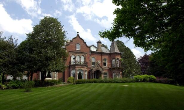 ALDERLEY EDGE: I dette huset tilbrakte stjerneparet fire år av lviet sitt. Huset ble solgt for over seks millioner kroner og ga ekteparet en fortjeneste på tre millioner kroner. Foto: NTB Scanpix