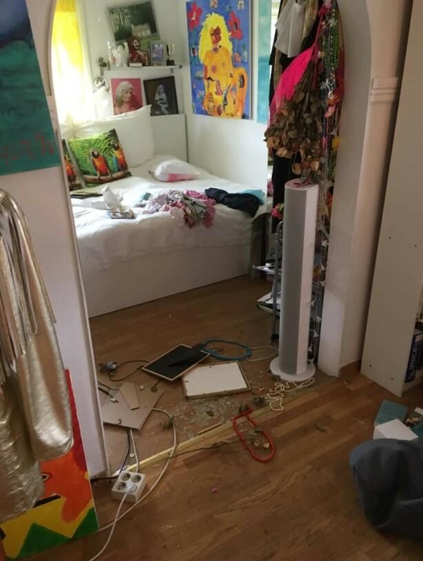 TUSEN KNAS: Både bilder og private eiendeler har gått i stykker som følge av arbeidet. Foto: Privat