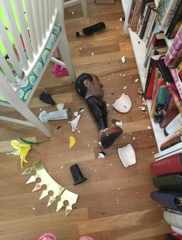 KNUST: Skovdahls hus har ristet så mye på grunn av arbeidet, at flere gjenstander har gått i knus. Foto: Privat