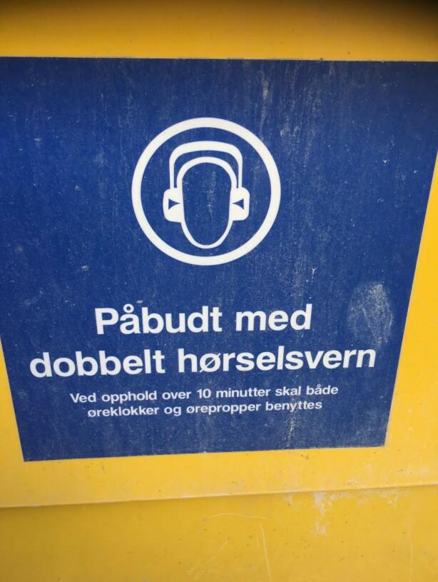 KOMISK: Dette står på den ene maskinen og er komisk, synes Hilde, ettersom hun ikke får noe informasjon, ei heller noe beskyttelse. Foto: Privat
