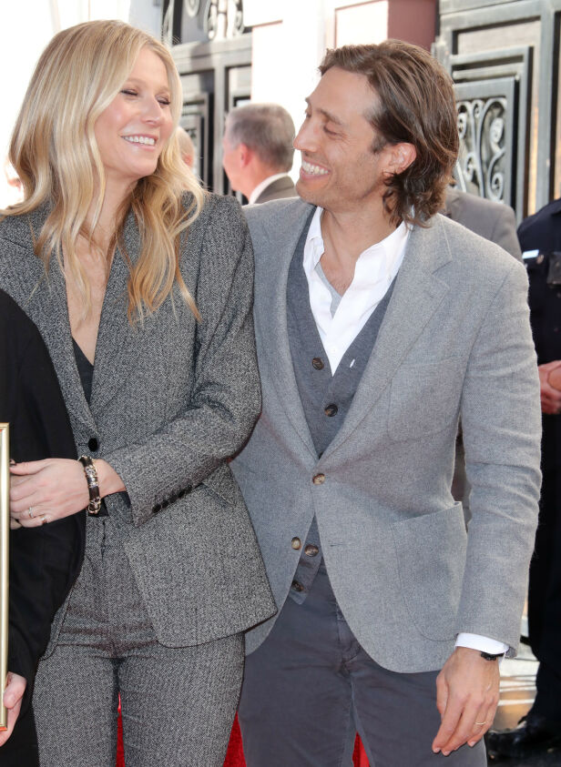 LYKKELIG GIFT: Stjerneparet Gwyneth Paltrow og Brad Falchuk storkoser seg som gift. Foto: NTB Scanpix