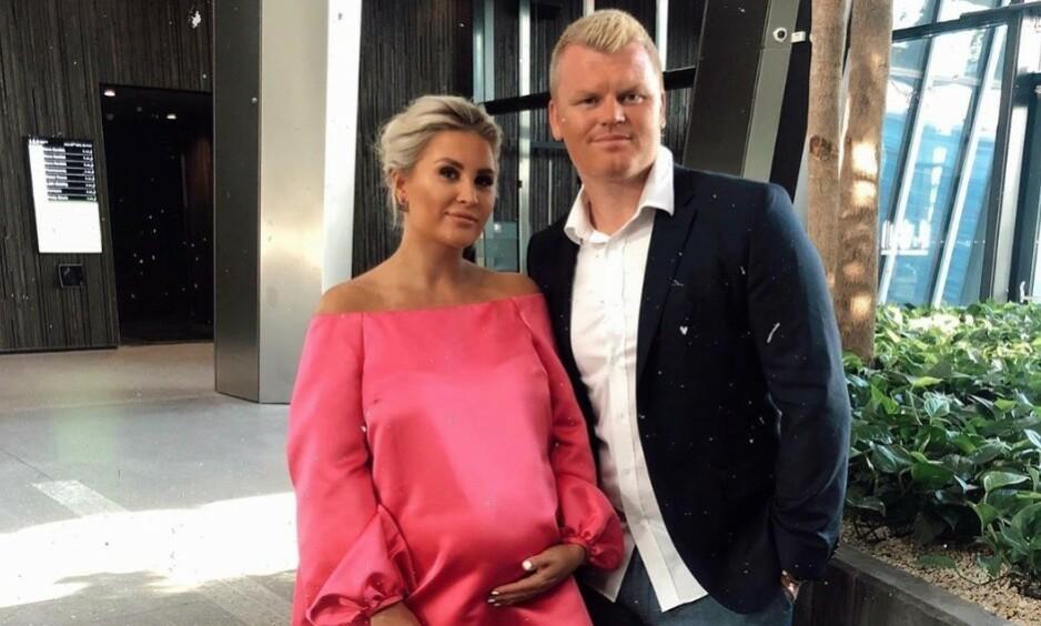 <strong>BLIR FORELDRE:</strong> Louise Angelica Riise og ektemannen John Arne Riise blir snart foreldre. Nå er hun en uke over termin. Foto: Instagram