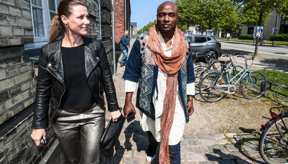 <strong>KRITIKK:</strong> Prinsessen har de siste månedene fått en massiv medieoppmerksomhet, både for forholdet til kjæresten Durek Verrett og for deres virksomhet som inntil onsdag har inneholdt bruk av prinsessetittelen. Her er hun avbildet med kjæresten Durek Verrett i København, der turneen deres ble sparket i gang. Foto: Lise Åserud / NTB Scanpix