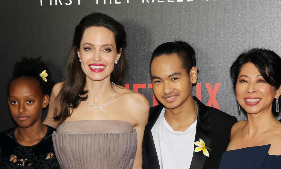 MOR OG SØNN: Stjerneskuspilleren Angelina Jolie og den 18 år gamle sønnen Maddox Jolie-Pitt har et nært og godt forhold. Nå skal han forlate redet. Her er de i 2017. Foto: NTB Scanpix