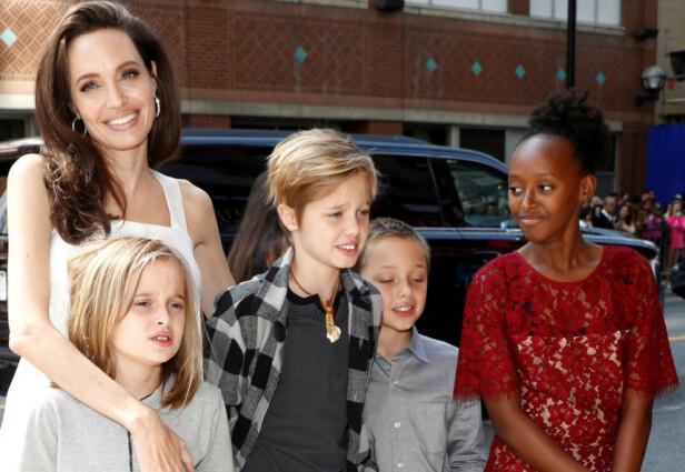 GLAD I BARNA: Angelina Jolie er glad i barna sine. Nå skal eldstemannen flytte fra USA. Foto: NTB Scanpix