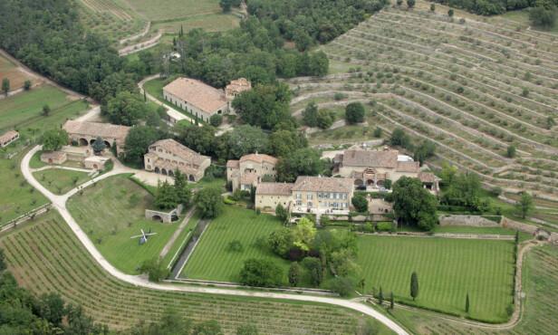 FRANSK PERLE: Slottet ble bygget på 1700-tallet og er omringet av vingårder. Tomten inkluderer flere kilometer med landområde. Foto: Lionel Cironneau / NTB scanpix