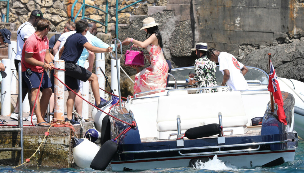 <strong>PRIVATFLY TIL ITALIA:</strong> Kylie Jenner og følget ankom med et privatfly på tirsdag til Italia for den ekstravagante bursdagsfeiringen. Foto: NTB Scanpix