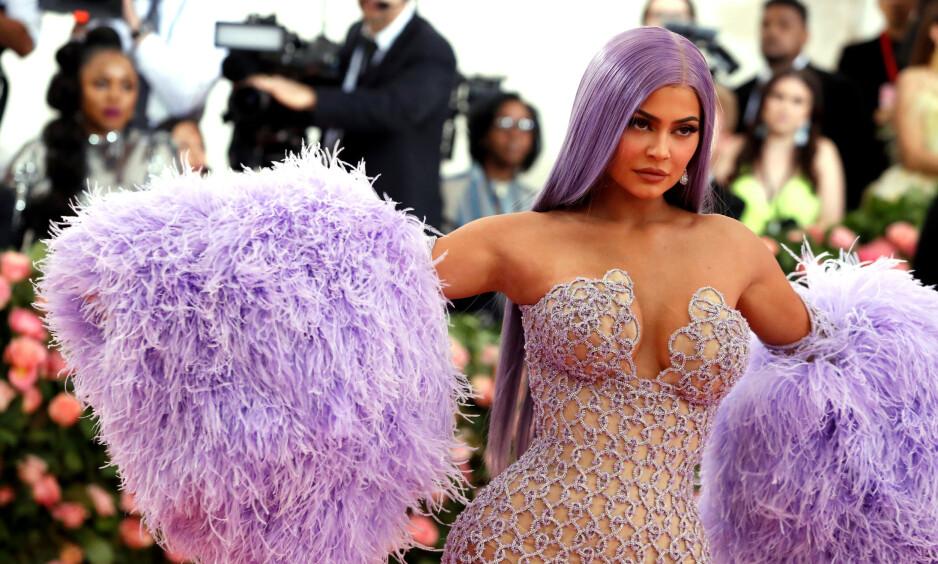 <strong>SPARER IKKE PÅ NOE:</strong> Realitystjernen og sminkemogulen Kylie Jenner er for tiden i Italia med venner og familie for å feire 22-årsdagen sin på lørdag. Foto: NTB Scanpix