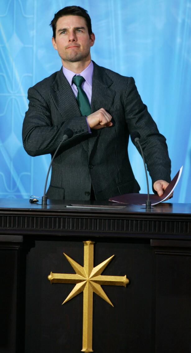 MISTER CRUISE: Tom blir regnet som en nestleder i samfunnet, og er med på stort sett alle arrangementer. Her under en åpning av en kirke i Madrid i 2004. Foto: NTB Scanpix