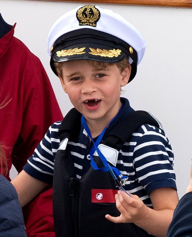STORSJARMØR: Prins George så ut til å storkose seg som publikum under torsdagens seilekonkurranse. Foto: NTB Scanpix