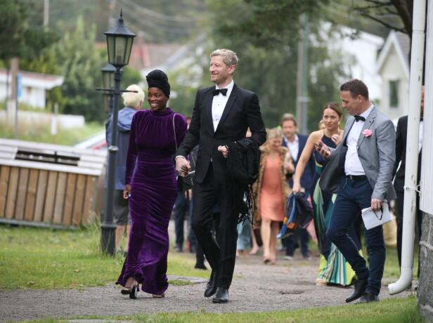 GJESTER: Odd- Magnus Williamson og kona Tinashe Williamson var selvsagt til stede under lørdagens bryllup. Foto: Andreas Fadum/ Se og Hør