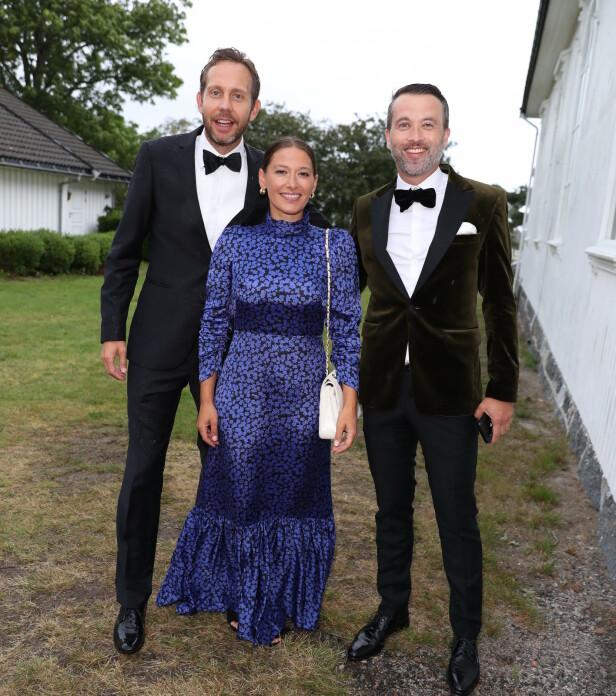 GODT HUMØR: Skuespiller Pia Tjelta, Morten Ramm og Peter Bubresko stilte velvillig opp foran kamera. Foto: Andreas Fadum/ Se og Hør