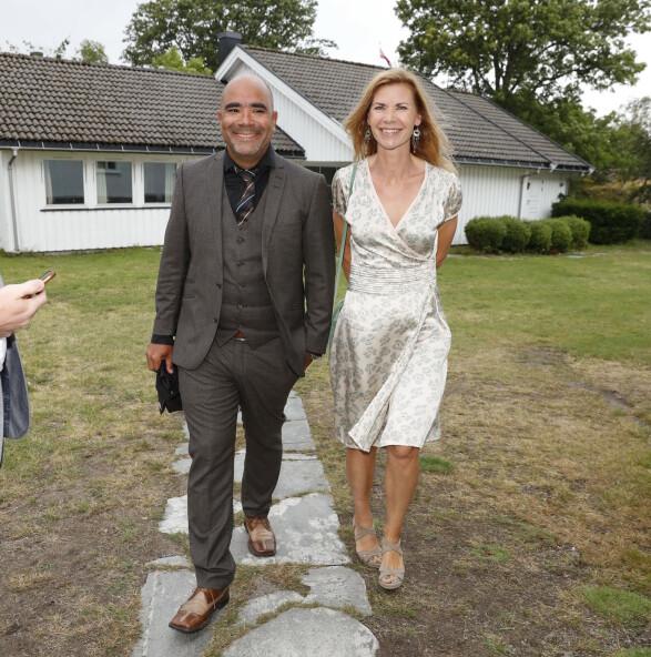 BRYLLUPSGJESTER: Komiker Johan Golden kom sammen med kona og skuespiller Tuva Hølmebakk. Foto: Andreas Fadum/Se og Hør