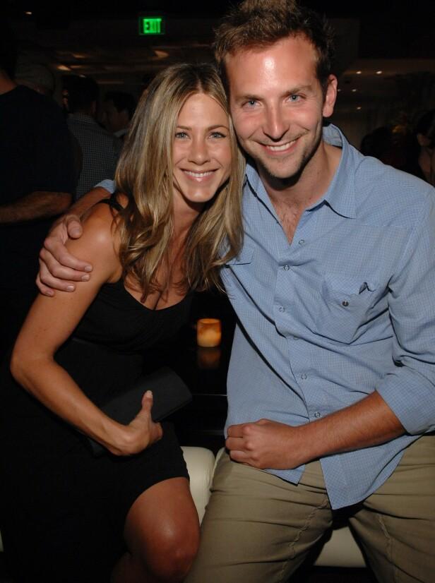 FØLTE SEG LURT: Bradley Cooper skal ha dumpet Jennifer Aniston til fordel for Hollywood-stjernen Renée Zellwegger. Her er de to avbildet i 2007. Foto: NTB Scanpix