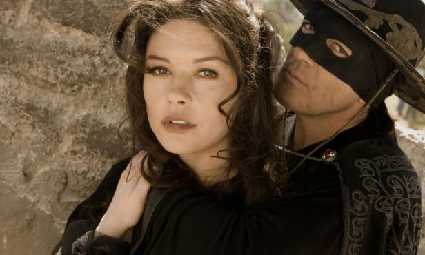 FILMSTJERNE: Antonia Banderas og Catherine Zeta-Jones avbildet sammen i Zorro-oppfølgeren «The Legend of Zorro» fra 2005. Foto: Snap Stills/REX/ NTB scanpix