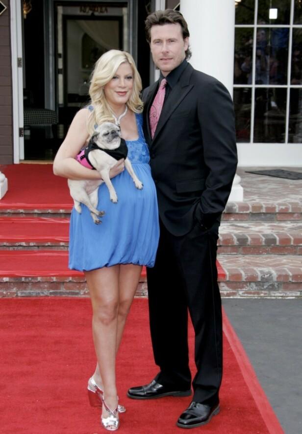 GODT GIFT: Tori har vært gift med Dean McDermott siden 2006. Sammen har de seks barn. McDermott har også en sønn fra før av. Foto: NTB Scanpix