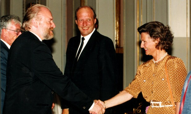 <strong>KONGEHUSEKEPSPERT:</strong> Kjell Arne Totland med kongeparet i 2000. Foto: NTB Scanpix