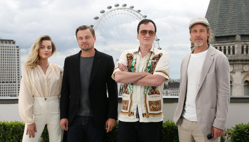 BLIR PAPPA: Den kinoaktuelle stjerneregissøren Quentin Tarantino blir far for første gang. Her med «Once Upon A Time in Hollywood»-stjernene Margot Robbie, Leonardo DiCaprio og Brad Pitt i London. Foto: NTB Scanpix