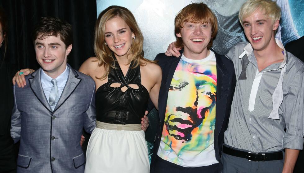 KOLLEGAER: Daniel Radcliffe (30), Emma Watson (29), Rupert Grint (30) og Tom Felton (31) har spilt sammen i Harry Potter-filmene. Foto: NTB Scanpix