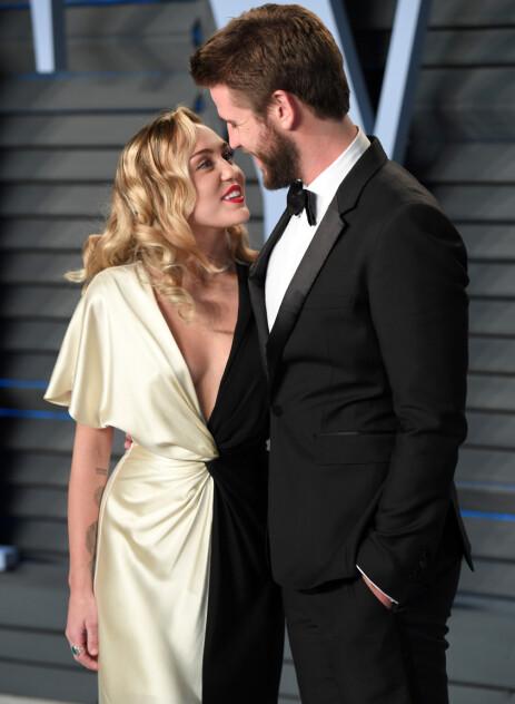 FANT TILBAKE TIL HVERANDRE: Etter å ha gått hver til sitt i 2013, fant Miley Cyrus og Liam Hemsworth tilbake til hverandre i 2015. Nå er det slutt igjen. Foto: NTB Scanpix