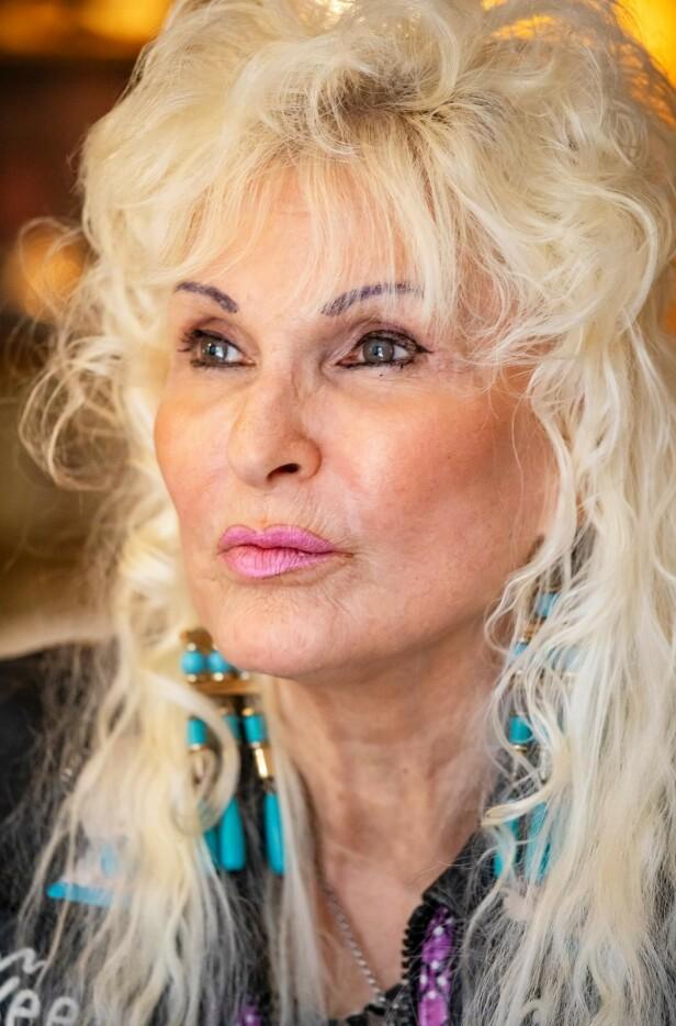TIL SLUTT: - Jeg har vært tøff. Ikke mange hadde holdt ut det jeg har gått gjennom, sier Cowboy-Laila . Etter den alvorlige sykdommen belønnet hun seg selv med nytt utseende. Foto: Tor Lindseth / Seher