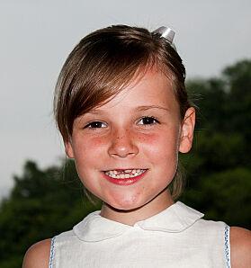 BALI: Ingrid Alexandra hadde mistet flere tenner da de var på Bali i 2010. Foto: Kronprinsparet / Det kongelige hoff