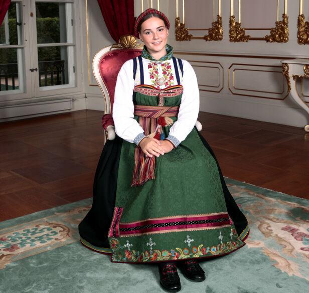 I BUNADEN: Bunaden er fra Øst-Telemark og er en gave fra kongeparet. Foto: Lise Åserud / NTB scanpix