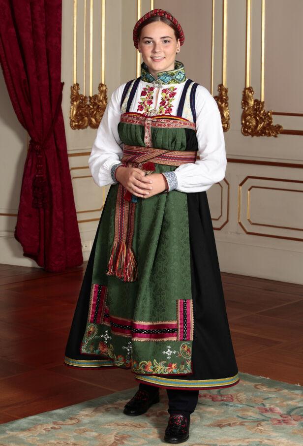 TRADISJONELL: Bunaden er en rekonstruert kvinnedrakt fra tidsrommet 1800-1850. Foto: NTB Scanpix